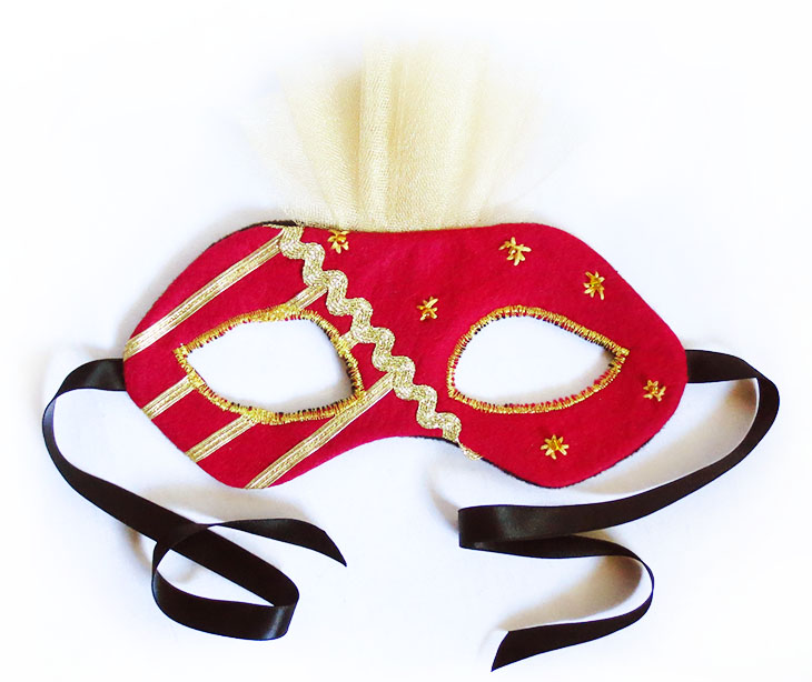 finished Italian Carnivale style mask in red and gold